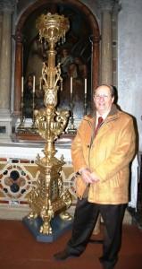 accanto al portacero pasquale sistemato nel 2008